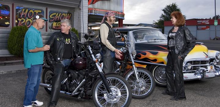 Galaxy_bikers-with-car1_web-ek