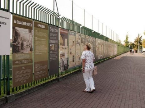 Viewer looking at Bedzin exhibit